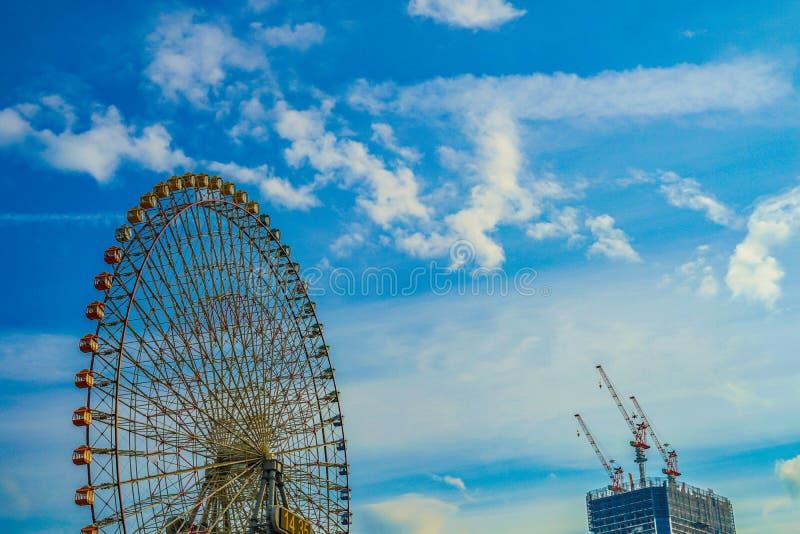 Minato Mirai coucher du soleil de grande roue et de Cosmo d'horloge photographie stock