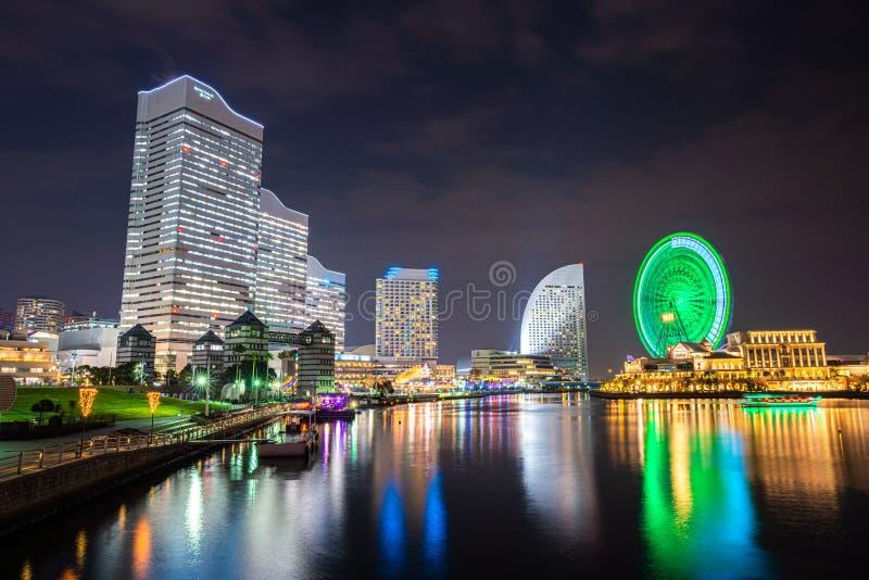 Minato Mirai för cityscapenatt för 21 område sikt i Yokohama, Japan arkivfoton
