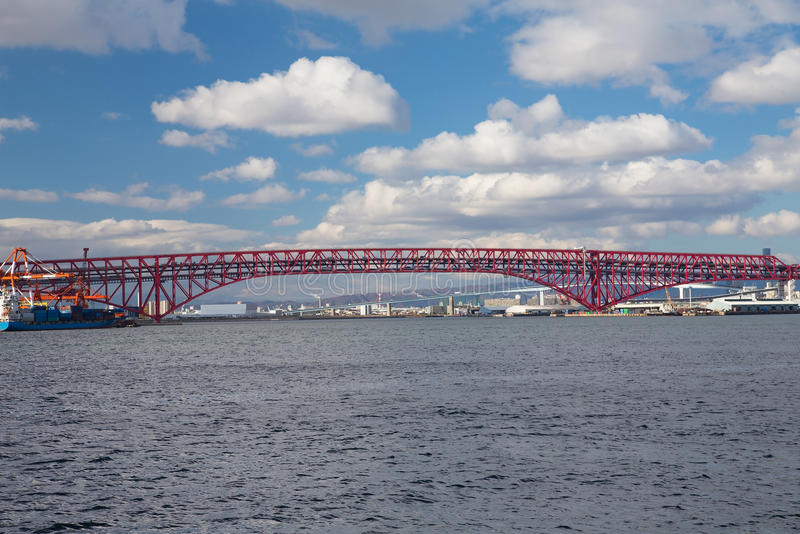 Minatobrug over zeekusthorizon royalty-vrije stock foto