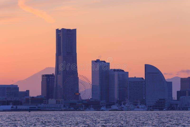 Minatomirai的,黄昏的横滨摩天大楼 免版税库存图片
