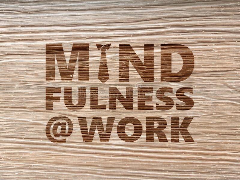 Mindfulness bij het Werkconcept die houten korrelachtergrond gebruiken stock foto