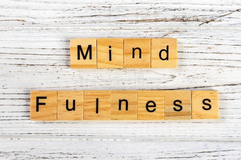 mindfulness feito com conceito de madeira dos blocos A ioga, sucede, de mente aberta fotografia de stock royalty free