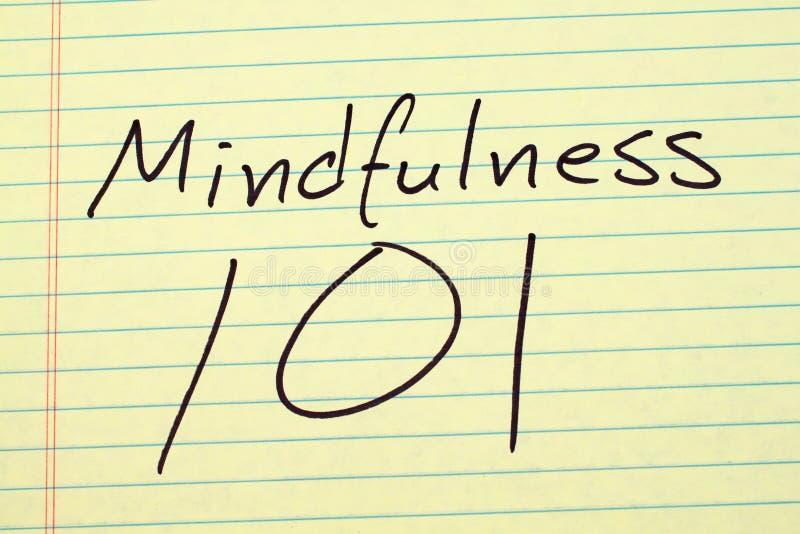 Mindfulness 101 Na Żółtym Legalnym ochraniaczu zdjęcia stock