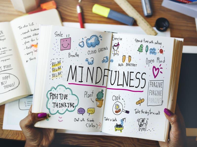 Mindfulness optymizm Relaksuje harmonii pojęcie fotografia royalty free