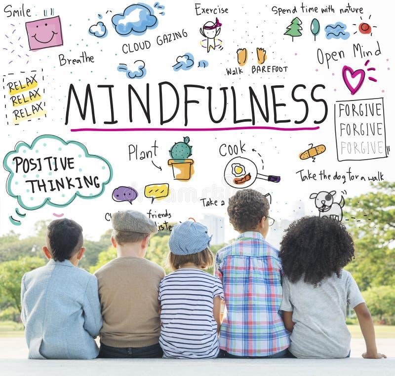 Mindfulnessoptimism kopplar av Harmony Concept arkivfoton