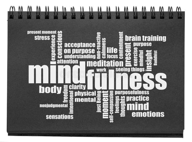 Mindfulnessordmoln i en svart sketchbook arkivfoto