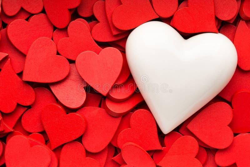 Mindre röd hjärtabakgrund arkivbild