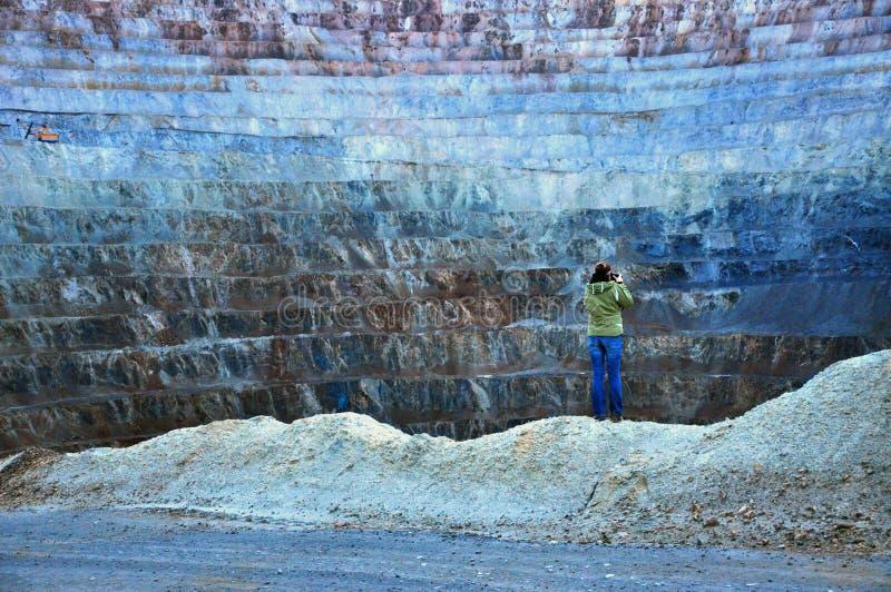 Mine d'or d'exploitation à ciel ouvert dans Rosia Montana, Roumanie image stock