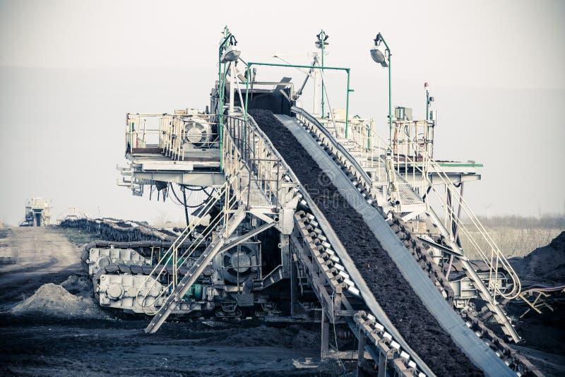 Mine de charbon brune à ciel ouvert Convoyeur à bande photos stock