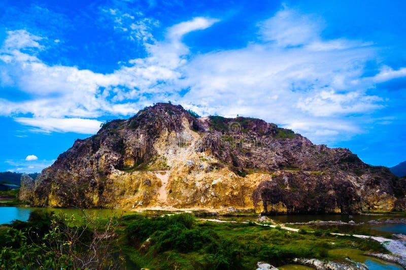 Mine en pierre de colline de roche ancienne photo libre de droits