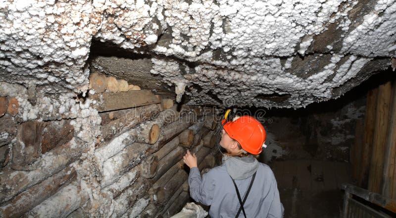 Mineiro na mina de sal foto de stock