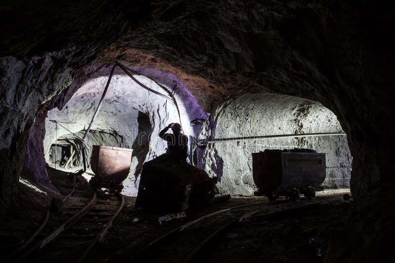 Mineiro na mina velha fotografia de stock