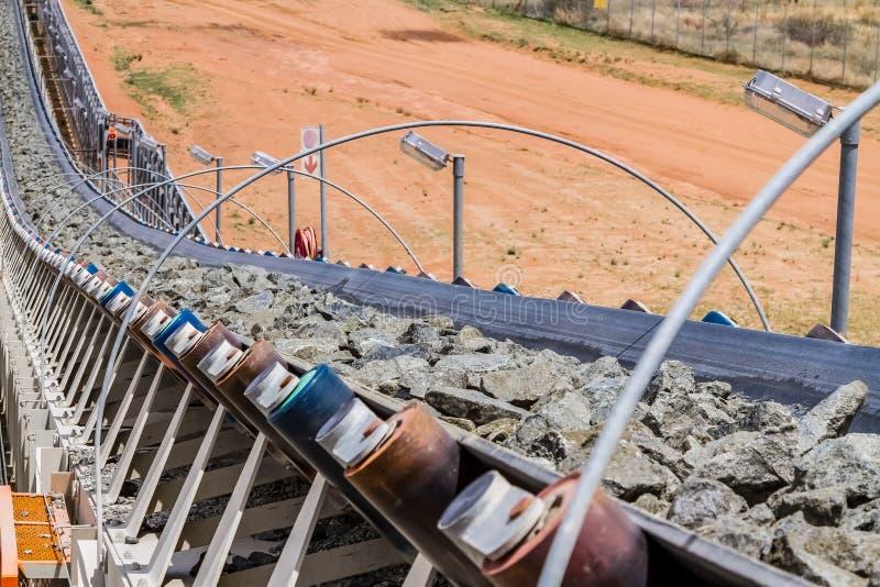 Mineração da platina e processamento do minério foto de stock