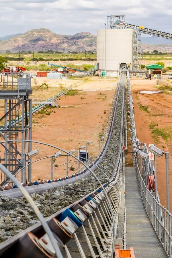 Mineração da platina e processamento do minério imagem de stock