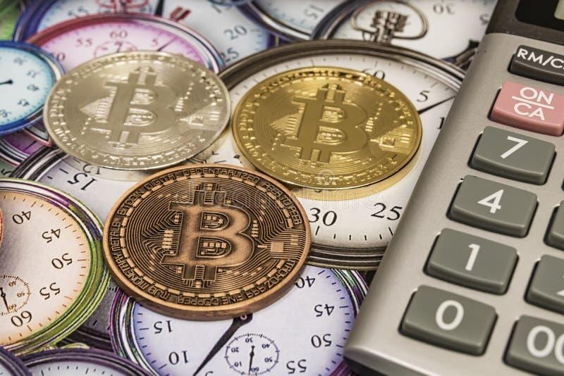Mineração de dinheiro por Cyripto A BTC Bitmoney é uma rede de consenso que proporciona um novo sistema de pagamentos e uma moeda imagens de stock royalty free