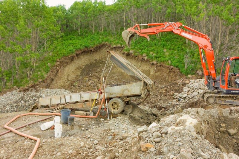 Mineração de Placer em uma reivindicação pequena nos territórios yukon foto de stock