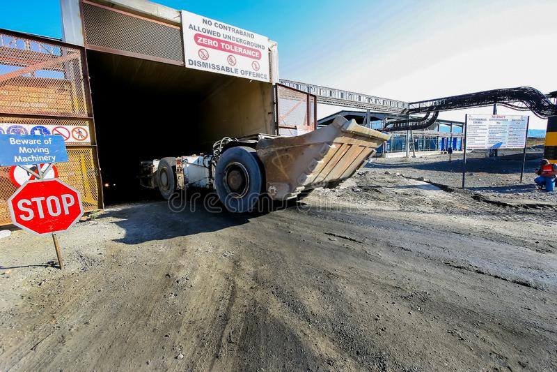 Mineração e maquinaria do paládio da platina foto de stock