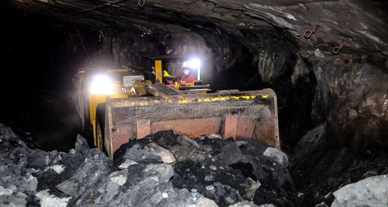 Mineração subterrânea e equipamento do paládio da platina foto de stock