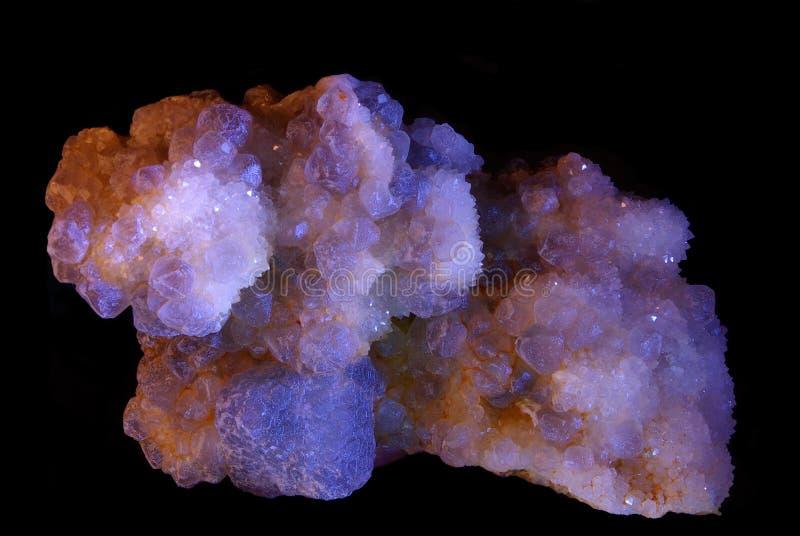 Mineraal op zwarte achtergrond stock afbeeldingen