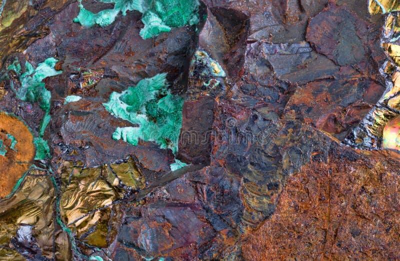 Minerai avec de la pyrite et la malachite imbibées photos libres de droits