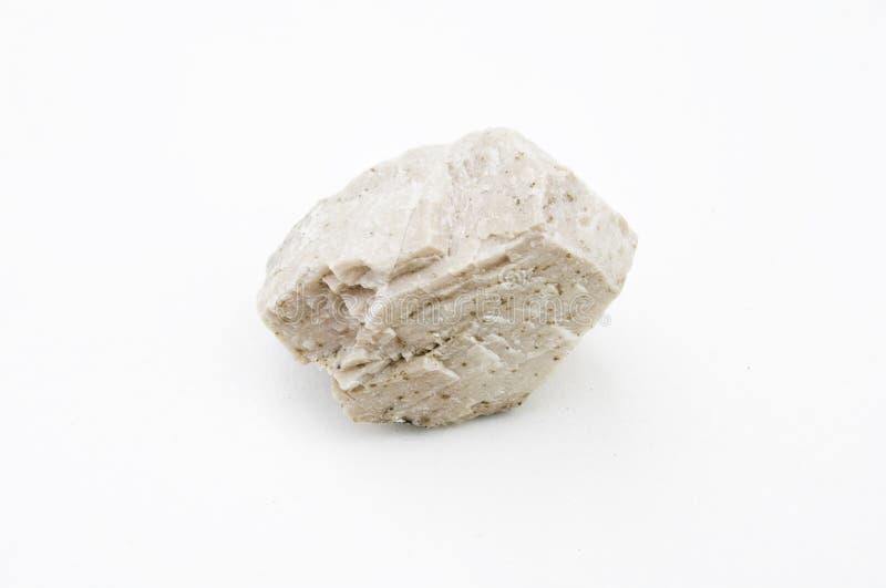 Mineral del feldespato aislado sobre blanco imágenes de archivo libres de regalías