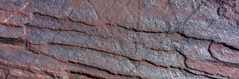 Minerale di ematite distrutto dalle circostanze climatiche fotografia stock libera da diritti