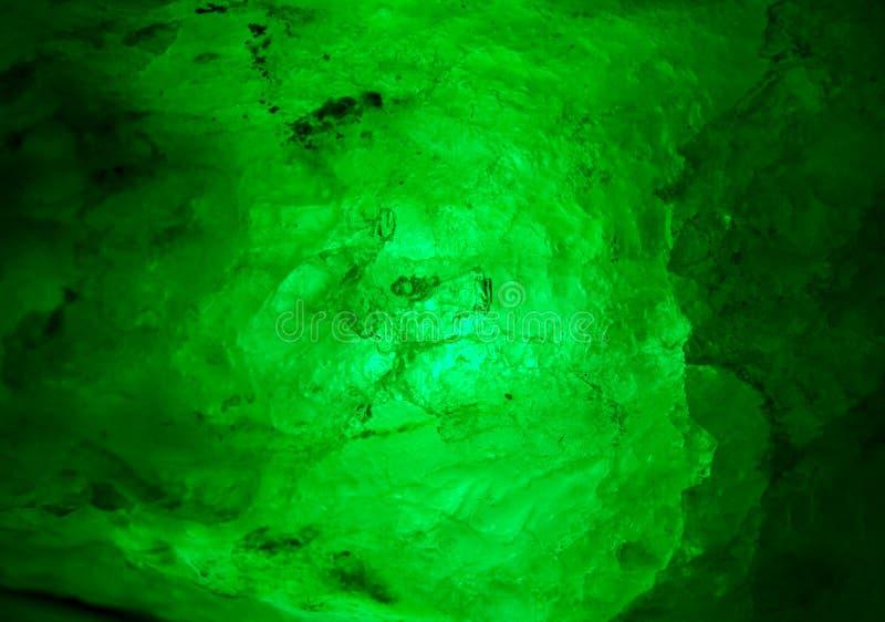minerale interno verde d'ardore dello smeraldo immagine stock libera da diritti