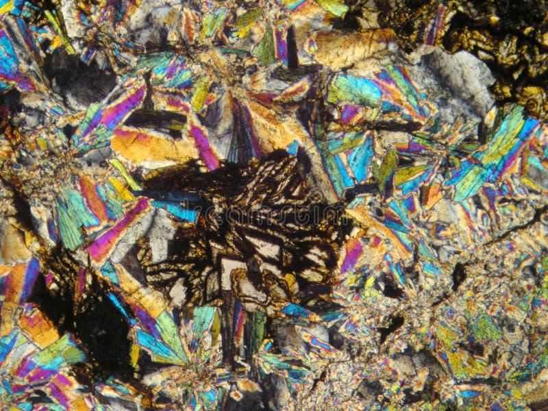 Mineralen onder microscoop stock afbeeldingen