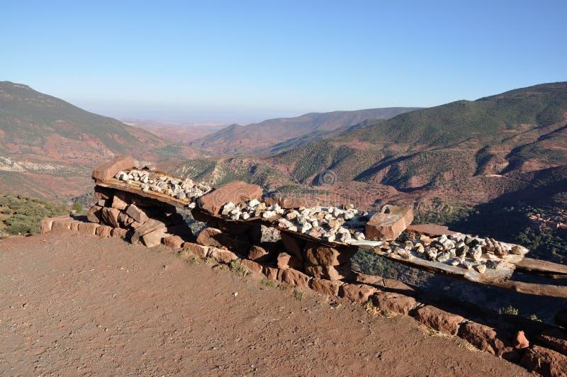Mineralen voor verkoop in Marokko stock afbeelding