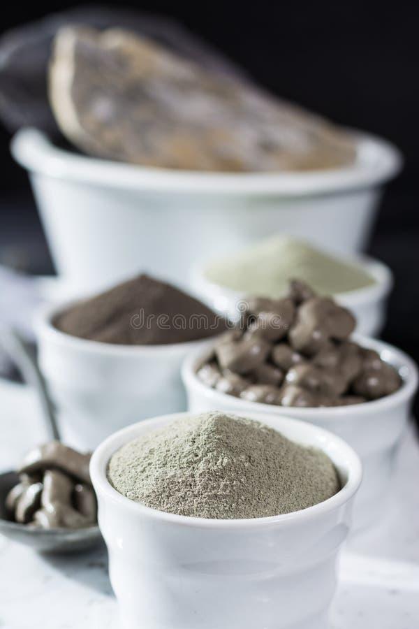 Minerali antichi - trattamento di lusso della stazione termale del corpo e del fronte, powd dell'argilla fotografia stock
