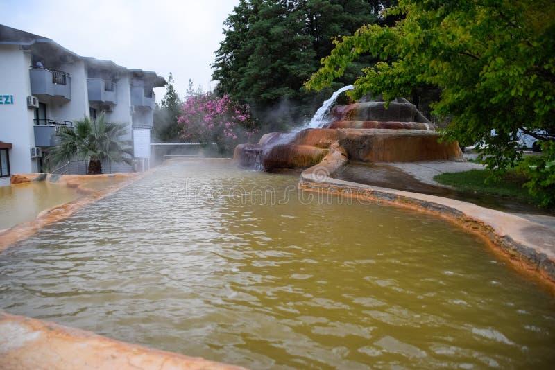Mineraliskt medicinskt vatten för Pam Thermal Hotel Hot vår fotografering för bildbyråer