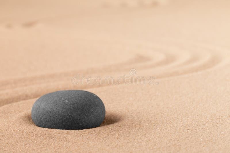 Mineralsteintherapie für einen beendigten Seelenfriedenn durch Zenmeditation und -entspannung stockfotografie