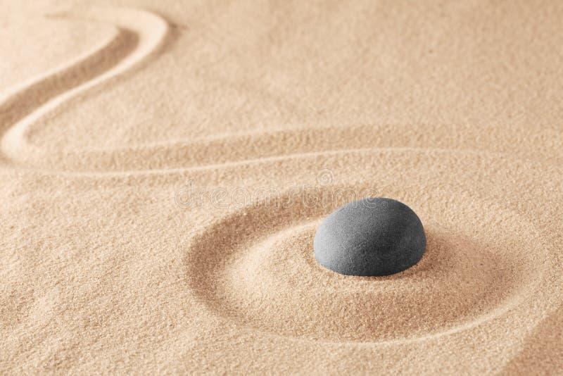 Mineralsteintherapie f?r einen ruhigen Seelenfriedenn durch Zenmeditation lizenzfreies stockfoto