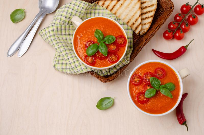 Minestra crema rossa di verdure casalinga fotografia stock libera da diritti