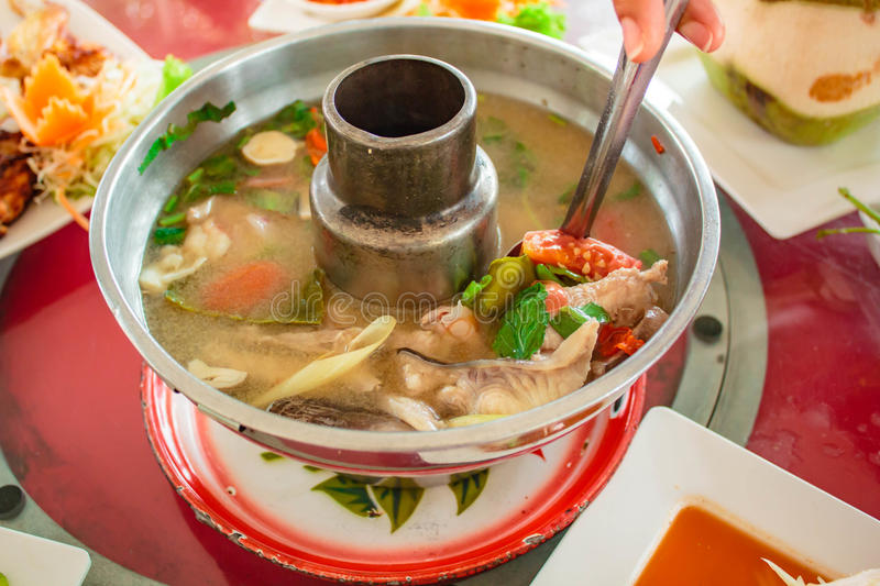 Minestra del pesce, Tom Yum Fish fotografia stock