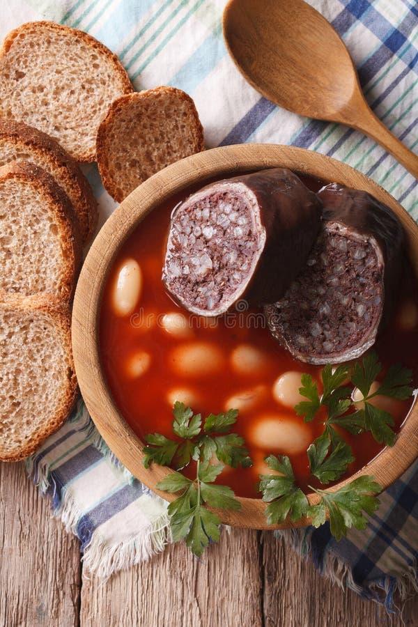Download Minestra Deliziosa Con La Cima Di Verticale Di Asturiana Di Fabada Del Sanguinaccio Immagine Stock - Immagine di piastra, squisito: 56886741