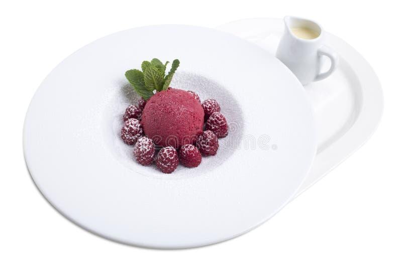 Minestra della cioccolata bianca con il gelato immagini stock libere da diritti