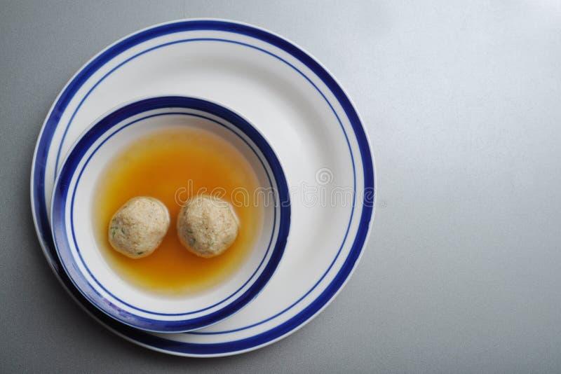 Minestra della sfera del Matzah (kneidel) fotografie stock libere da diritti