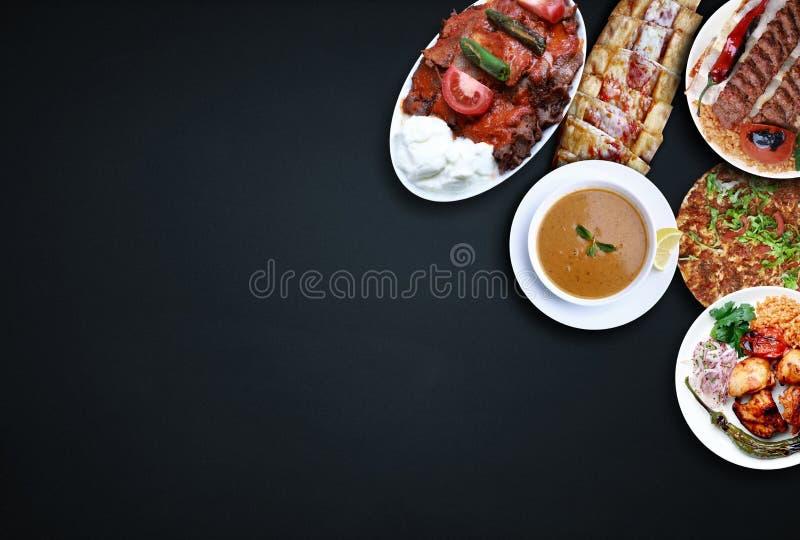 Minestra di lenticchia, pizza turca, doner, kebab, lahmacun, kebab dell'Adana, pollo shish Alimento turco tradizionale immagine stock
