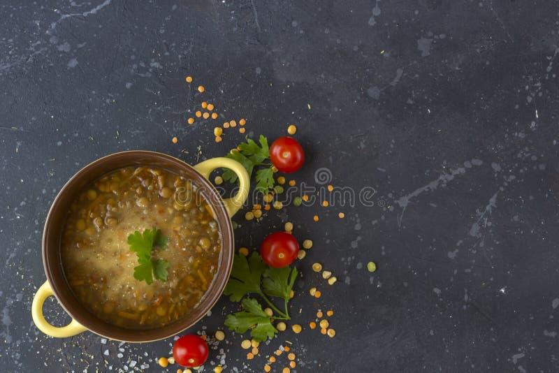 Minestra di lenticchia turca tradizionale Minestra vegetariana casalinga immagini stock