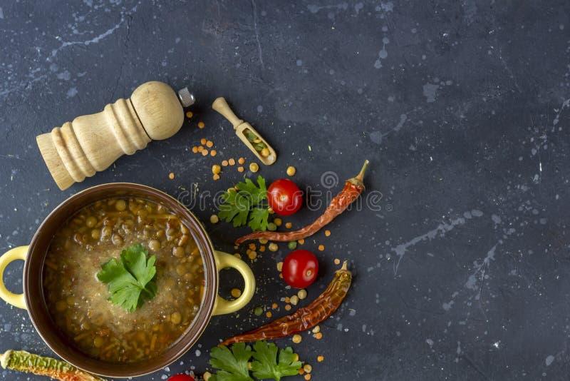 Minestra di lenticchia turca tradizionale Minestra vegetariana casalinga con la lenticchia immagine stock libera da diritti