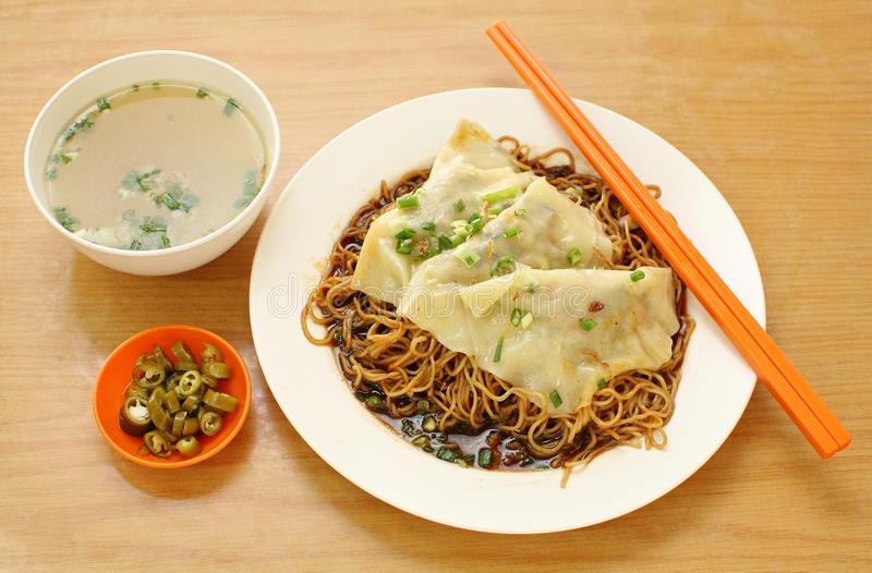Minestra di pasta. alimento dell'Asia immagine stock libera da diritti