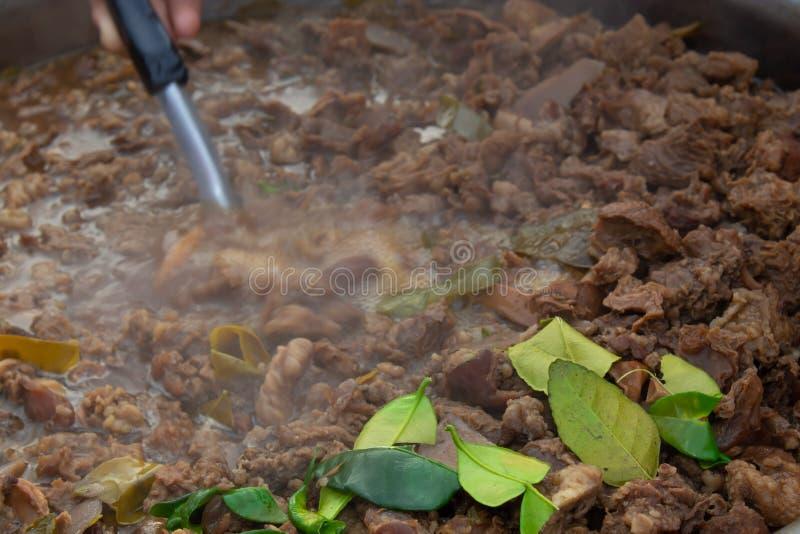 Minestra piccante con le budella piccanti della mucca immagine stock