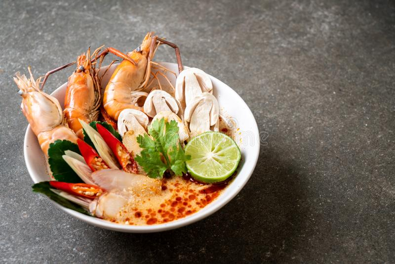 minestra piccante dei gamberetti (Tom Yum Goong fotografia stock