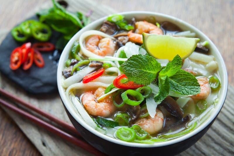 Minestra vietnamita del gamberetto del gamberetto di yum di gatto di pho fotografia stock