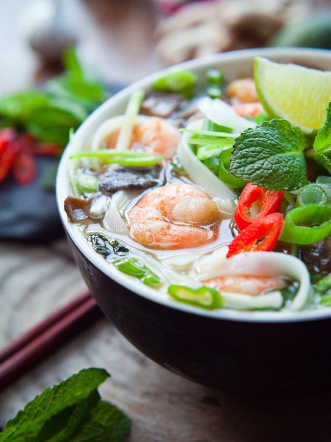 Minestra vietnamita del gamberetto del gamberetto di yum di gatto di pho immagini stock libere da diritti