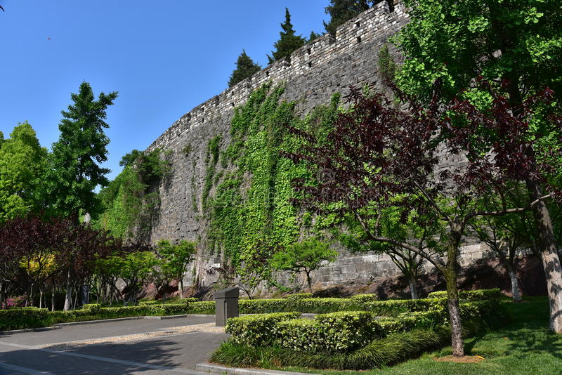 Download Ming Dynasty City Wall In De Lente Stock Afbeelding - Afbeelding bestaande uit botanisch, gardening: 54083097