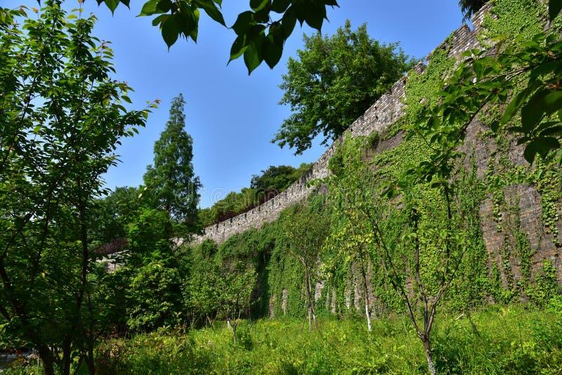 Download Ming Dynasty City Wall In De Lente Stock Afbeelding - Afbeelding bestaande uit baksteen, azië: 54083745