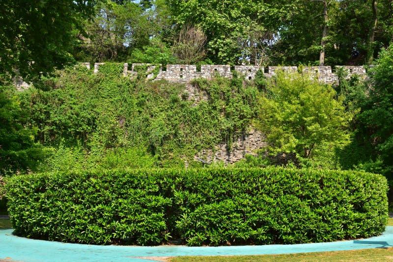 Download Ming Dynasty City Wall In De Lente Stock Afbeelding - Afbeelding bestaande uit groen, klimop: 54084331