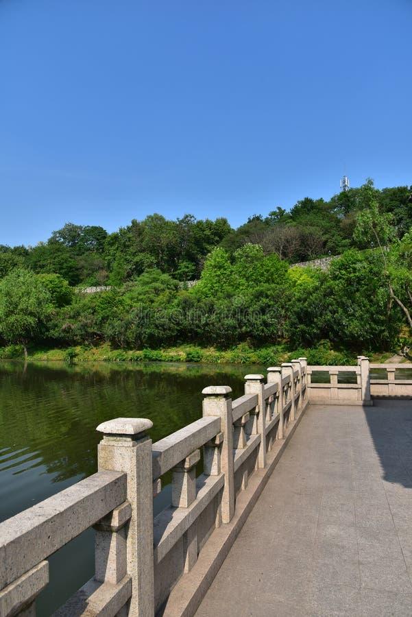 Download Ming Dynasty City Wall In De Lente Stock Afbeelding - Afbeelding bestaande uit oriëntatiepunt, poort: 54084539